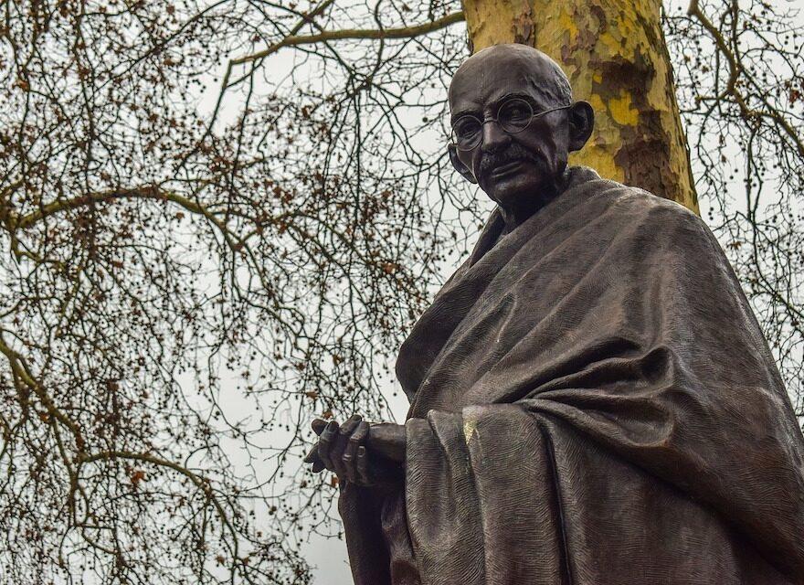 Statue von Mahatma Gandhi - 43 Mahatma Gandhi Zitate