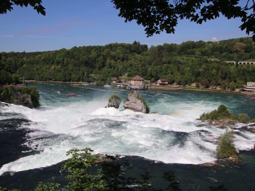 Ausblick zum Fels im Rheinwasserfall