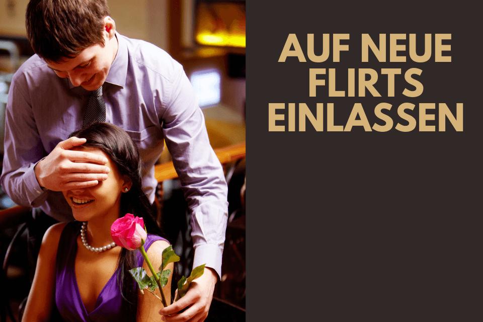 Mann überrascht Frau mit Rose - Auf neue Flirts einlassen