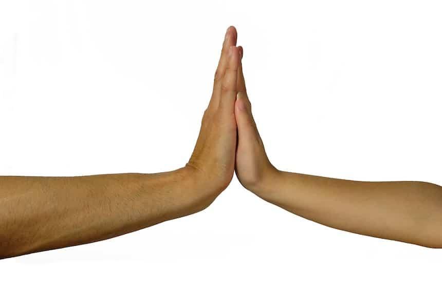 Die Kraft der Berührung - handshake