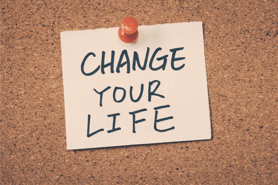 Pinnwand mit der Notiz: Chanche Your Life - Dinge dein Leben zu verbessern