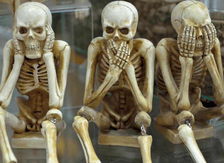 Drei Skelette - HD Soldat Läppli bei der Polizei