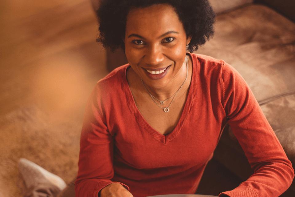 Eine Frau ist Online - Heilende Berührung - Online berühren