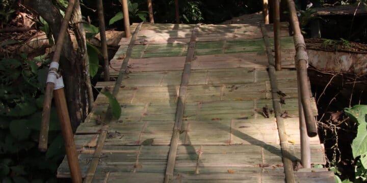 Bambusbrücke als Wegweiser Der simple Ansatz - Selbstbewusstsein stärken Tipps