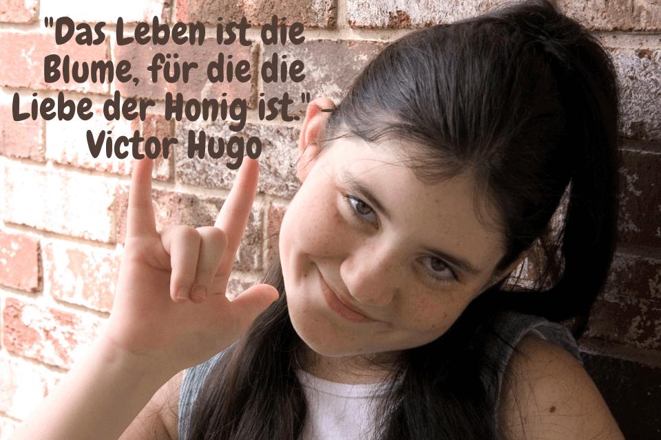 """Kurze Liebessprüche """"Das Leben ist die Blume, für die die Liebe der Honig ist."""" - Victor Hugo"""