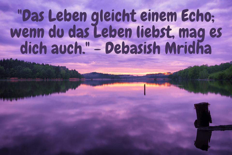 Violetter Sonnenuntergang am Fluss