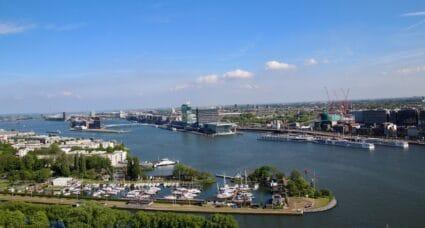 Blick auf den Amsterdamer Haven - Loslassen Vertrauen lernen Freiheit