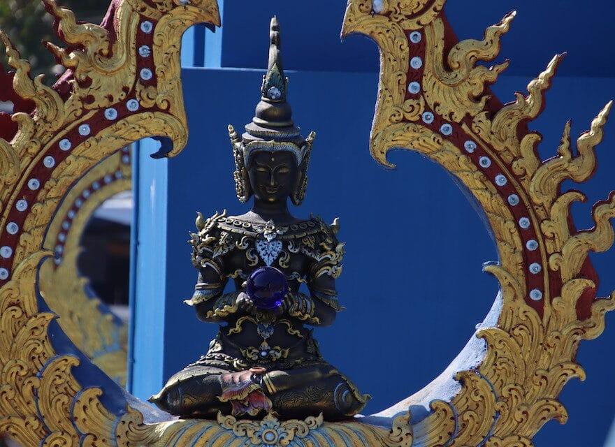 Loslassen Sprüche - Buddha Statue blau - Selbstbewusstsein stärken