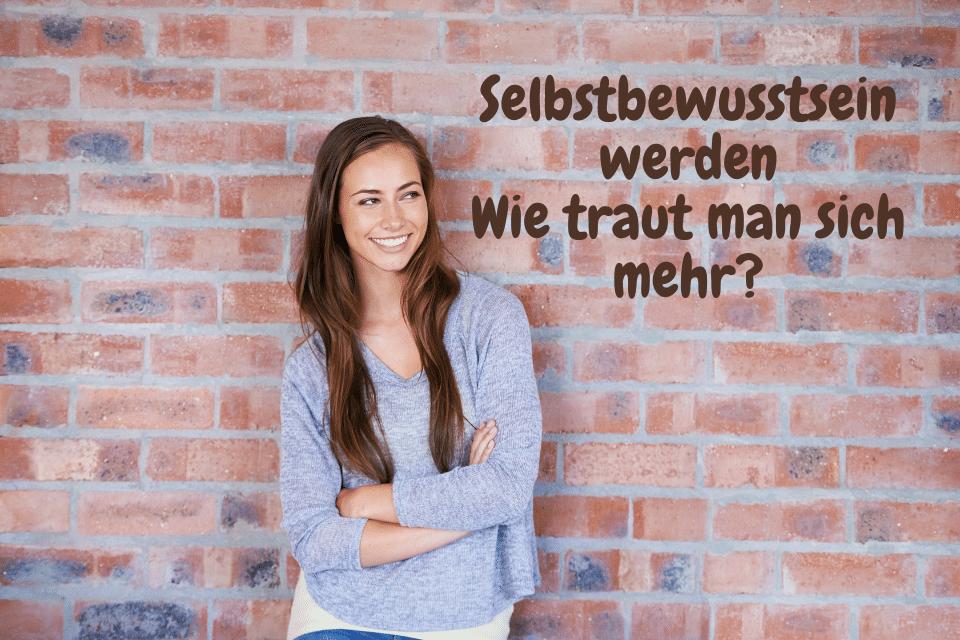 Eine Frau vor einer gemauerten Wand macht sich Gedanken: Selbstbewusstsein werden Wie traut man sich mehr