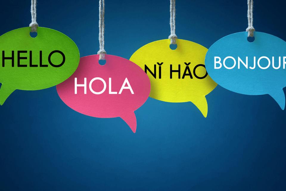 Verschiedene Sprachblasen Hallo ind verschiedenen Sprachen - Sind Fremdwörter die Gastarbeiter der deutschen Sprache