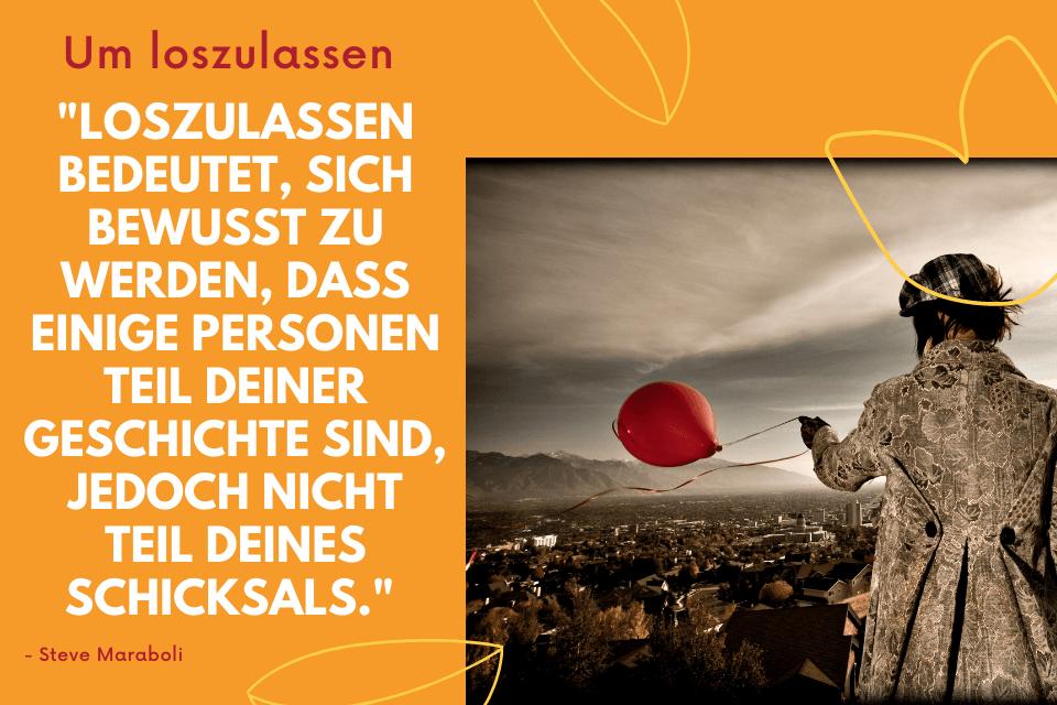 """Eine Frau auf einer Anhöhelässt einen roten Ballon los. -  mit der Aufschrift """"Loszulassen bedeutet, sich bewusst zu werden, dass einige Personen Teil Deiner Geschichte sind, jedoch nicht Teil Deines Schicksals."""""""