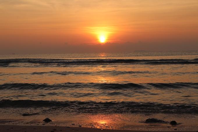 Sonnenaufgang an einem traumhaft schönen Strand