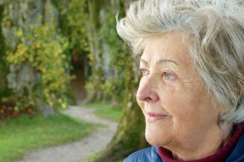 Frau im Alter- Weisheit